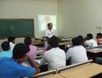 Dr-kannan-Pugazhendi-teaching-students